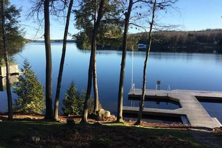 Classic Lake Joseph Cottage - MacTier