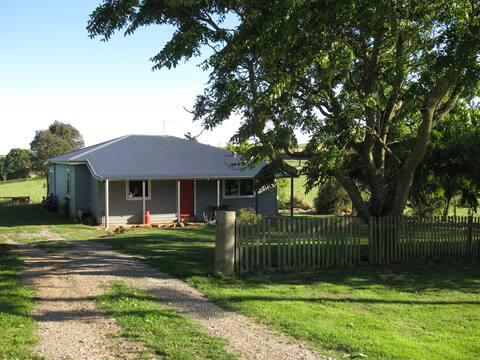 Mac's Cottage at Flowerdale.