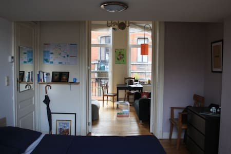 Flat with terrace in hip St-Gilles