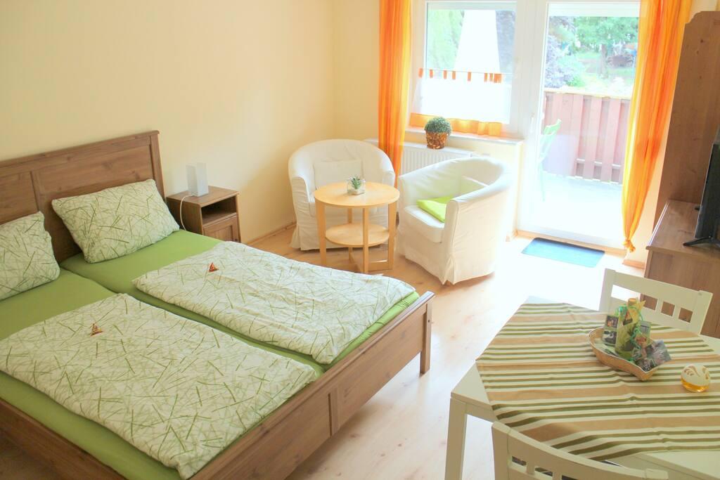 ferienwohnung mit garten sauna schwimmteichen reihenh user zur miete in brandenburg an. Black Bedroom Furniture Sets. Home Design Ideas