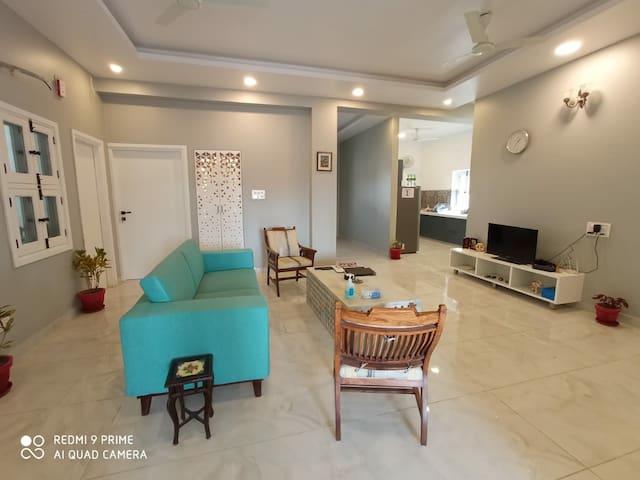 City Centre Chic Bedroom+Living +kitchen + balcony