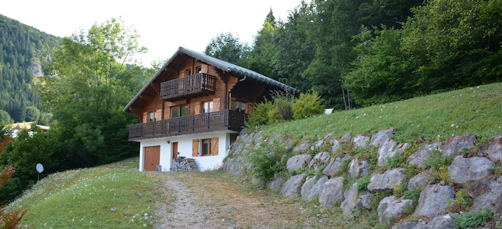 Beautiful Alpine Chalet Close to Excellent Skiing