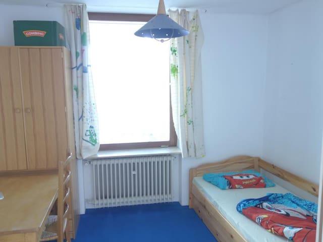 Zimmer in Starnberger Bungalow - Starnberg - Hus