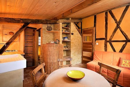 Studio en colombages à la campagne - L'Isle-Arné - Dům v zemi