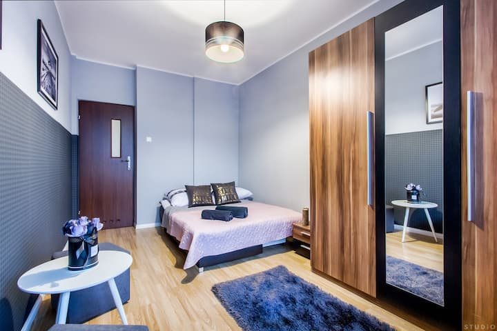 Tamka 49 Street Room in the heart of Warsaw (1)