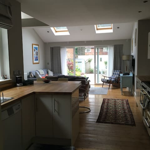 Stylish home in fantastic location! - Cardiff - House