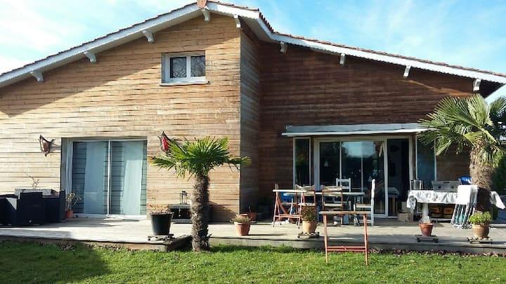 Maison familiale, piscine chauffée ( fin mai / sep