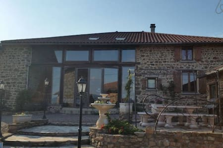 PIERRES DES ANGES / CH. EMMANUELLE - MONTAGNY - Bed & Breakfast
