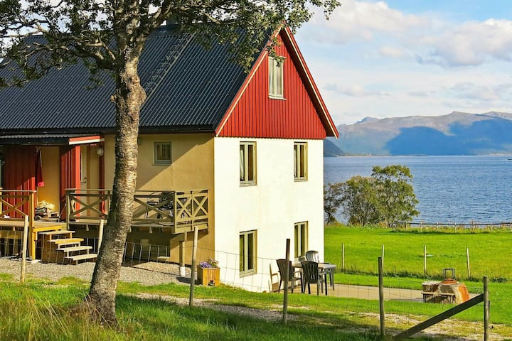 6 person holiday home in ALSVÅG