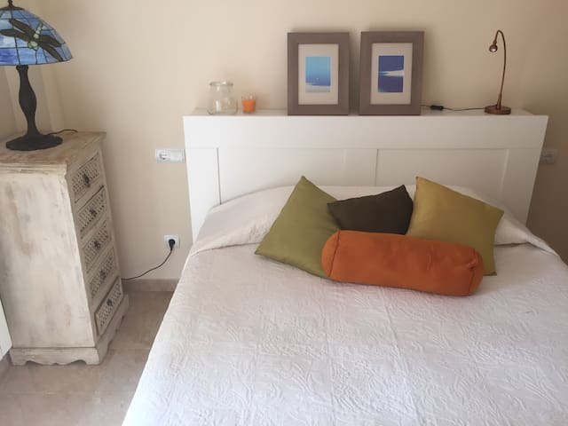 300 mts from the beach,double bed - Cas catala  - Apartment
