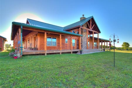 Private 40 Acre FARM, Log Cabin, Fishing & Fun