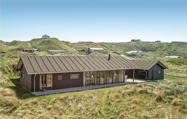 Holiday cottage with 4 bedrooms on 150m² in Løkken