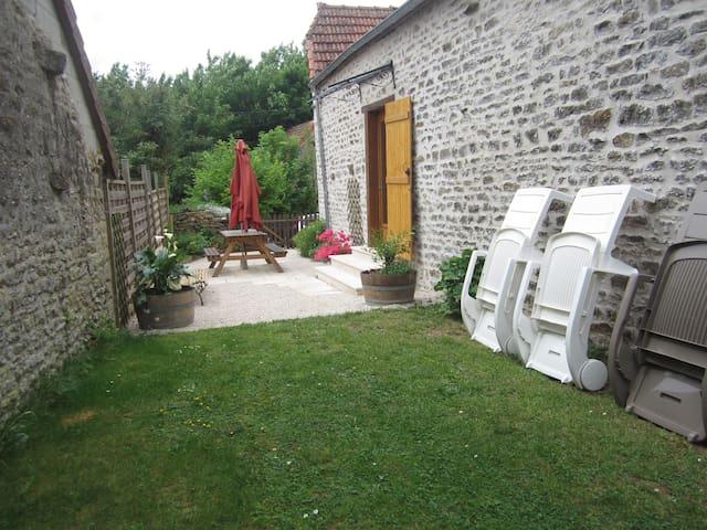"""Gite"""" Les Hauts de Borgy."""" Dezize les maranges"""