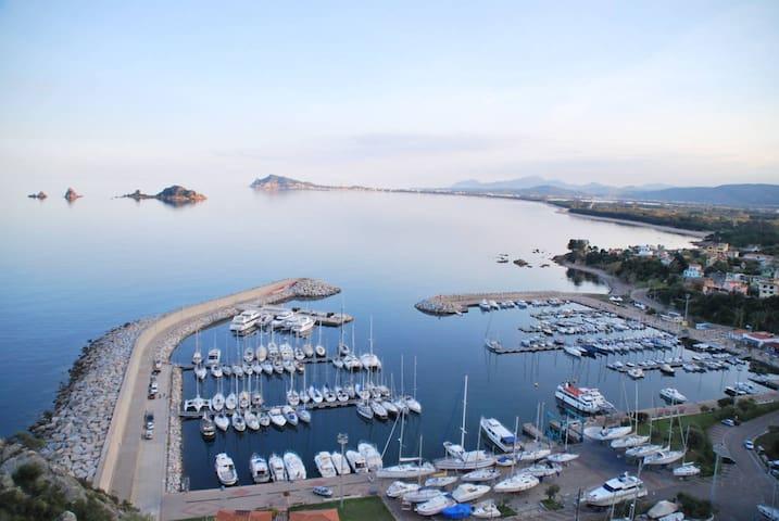 Elegant  within walking distance  to the sea - Santa Maria Navarrese - Huis