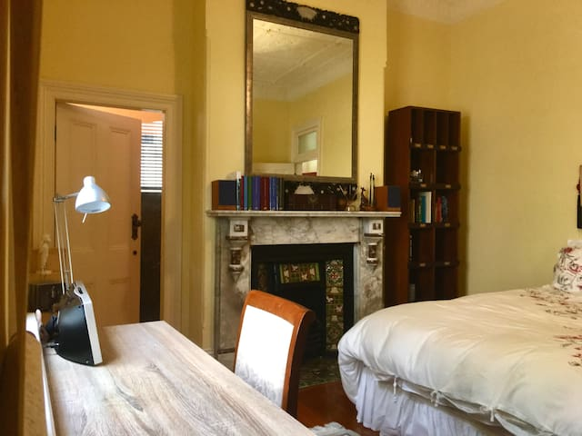 A Cosy Room in Glebe