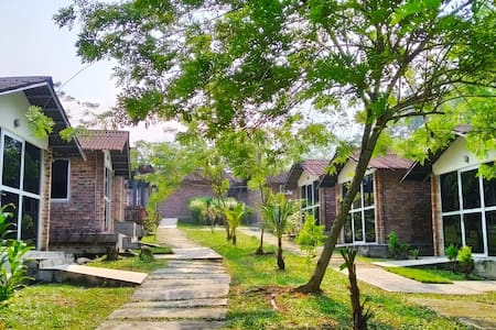 Relax stay @ Bentong Happy Farm - from RM120/4 pax