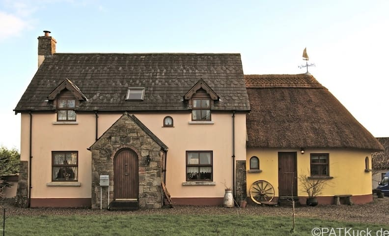 Irish Cottage - with Yoga Room - Logan's Bridge