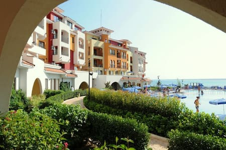 Apartament z widokiem na morze - Aheloy - Lejlighed