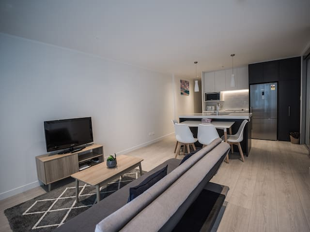 Luxury Brand new apartment - Free WIFI & Car Park