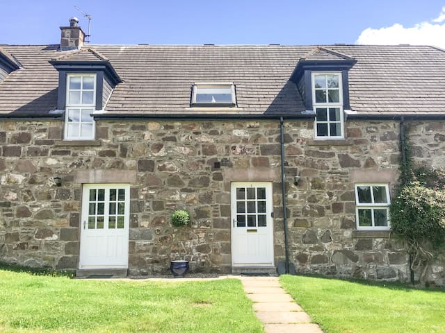 DUNNOTTAR WOODS HOUSE, family friendly in Stonehaven , Ref 963209