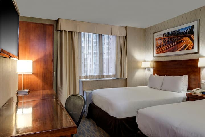 Hotel Central Doubles with 2 Double Beds Room 1
