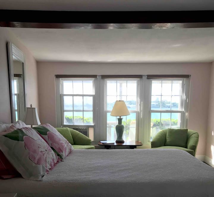 Cottage on the Water - Greenbank -TwizyCarCharger