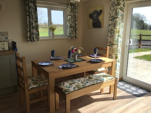 Secluded 2 bedroom bungalow in beautiful Somerset