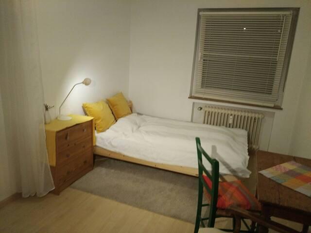 Helles Zimmer in guter und ruhiger Freiburger Lage