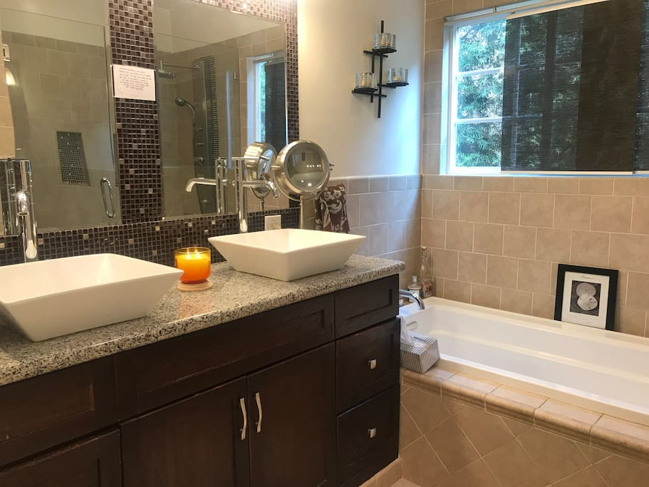 Beautiful shared bathroom with soaking tub....liquid soap and shampoo and fresh towels provided