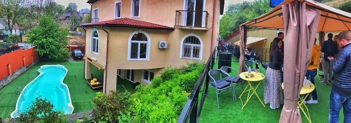 Luxury 1000sq.m house with swimming pool