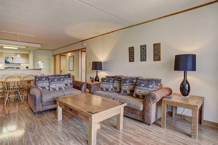Spacious Gold Rated 1 Bedroom Condo Tucked Away in the Pines!