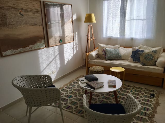 Juquehy - Casa nova e charmosa em condomínio