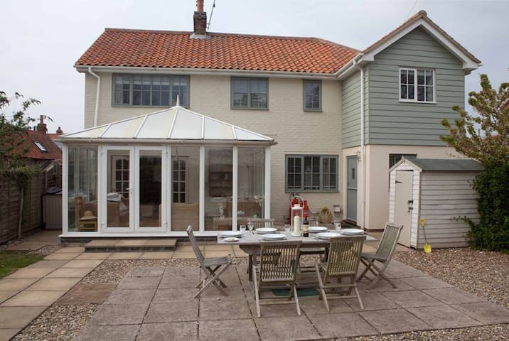 Eastwood House with Pool by the sea - Kings Lynn - Hus