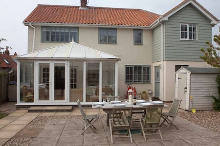 Eastwood House with Pool by the sea - Kings Lynn - 独立屋