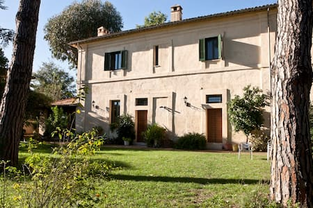 Charming room in Rome's countryside - Velletri - Bed & Breakfast