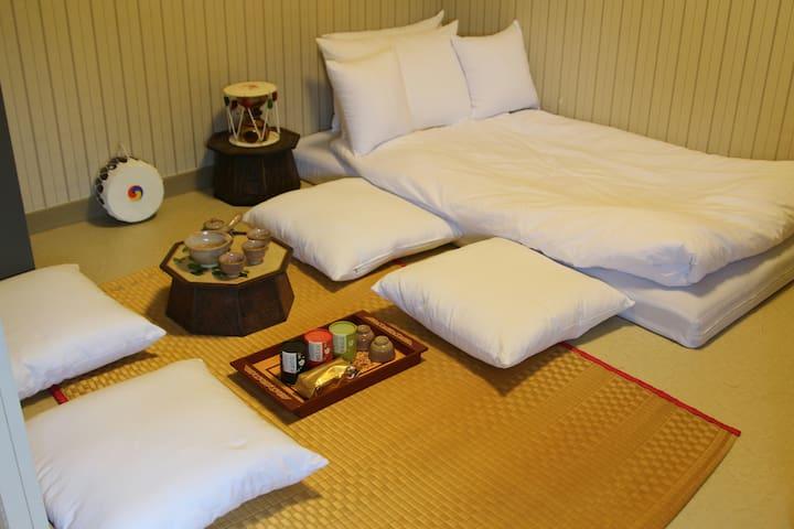 경주역근처 41번가 게스트하우스 4인 가족룸 - Gyeongju-si - Bed & Breakfast