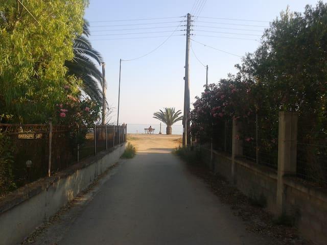 Дом в 30 метрах до пляжа - Metochi - Hus