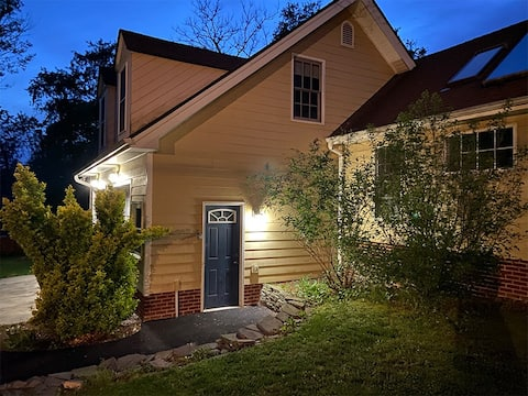 Private Farmhouse Apartment near DC + Annapolis