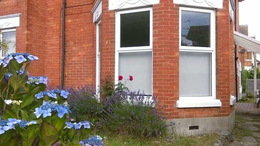Sunny Garden Flat nr Beach & Shops - Bournemouth - Apartament
