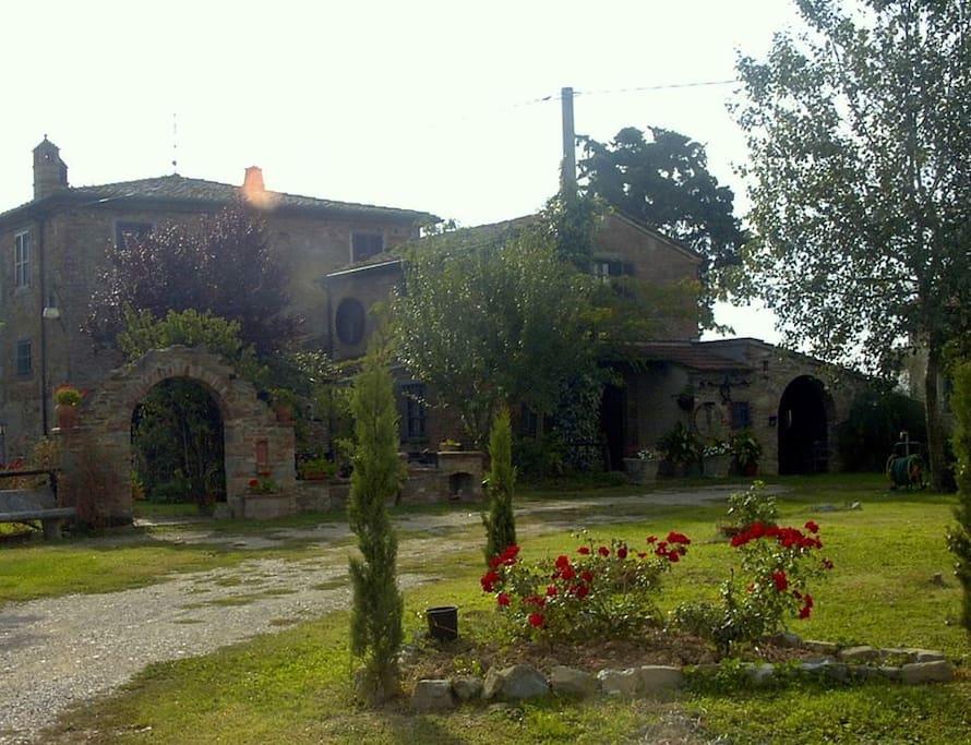 piccola casa colonica in stile rustico cortona