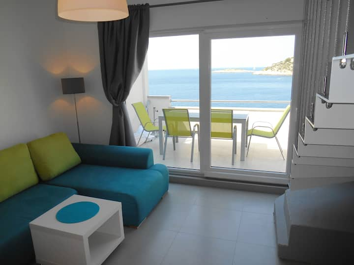 Duplex Apt 10m from sea w Parking