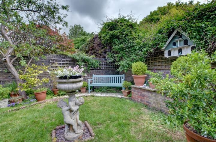 A garden oasis in the heart of the vibrant city