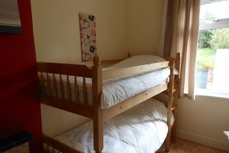 Single Bed/s in 4 Bed Dorm - Oldcastle - Vandrerhjem