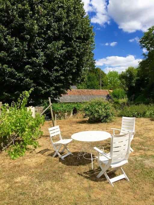 La table du jardin du haut, soleil et farniente.