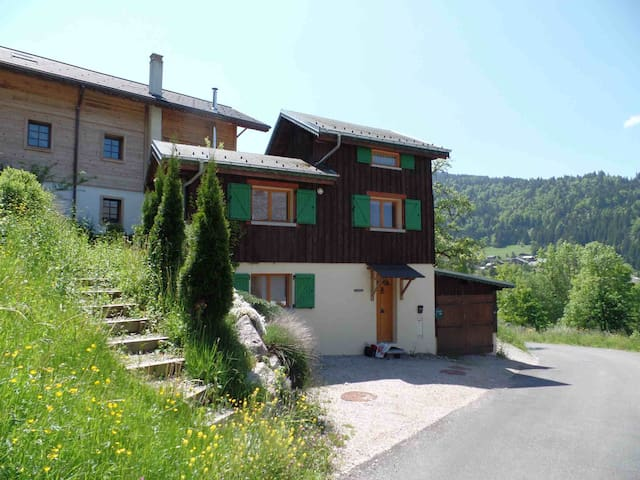 Cute little chocolate-box Chalet Greniette, for 4 - Montriond - Huis