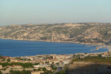 Chambre avec vue mer - Marseille