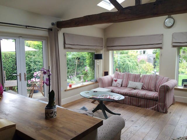 Detached property in pretty village - Haxby - Hus