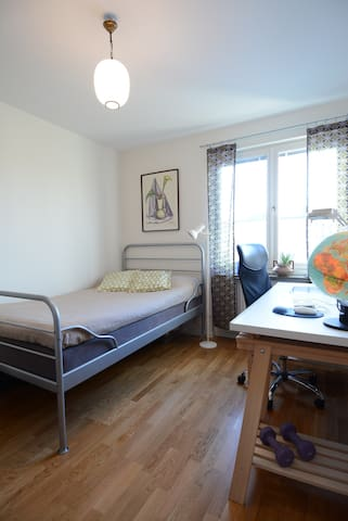 Room in a flat close the city center and Arena. - Kristianstad - Apartment