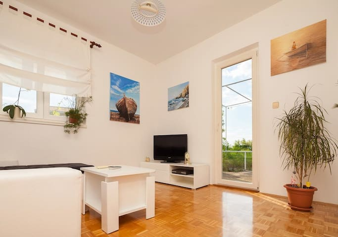 Milena Apartment with Sea View