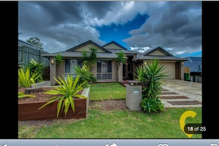 Stroll to the lake, very clean and inviting home - Springfield Lakes - Huis